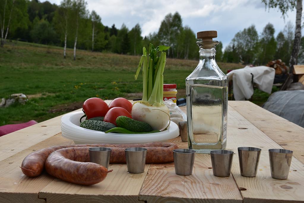 https://www.karpaten-offroad.de/wp-content/uploads/2018/05/food-wine-image-18.jpg