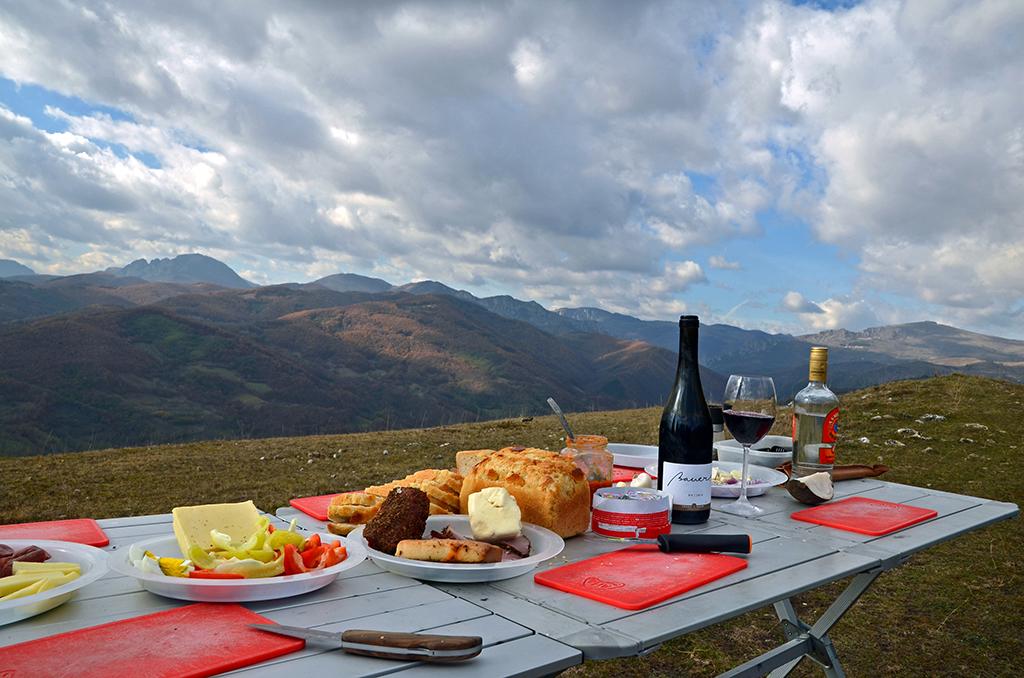https://www.karpaten-offroad.de/wp-content/uploads/2018/05/food-wine-image-27.jpg
