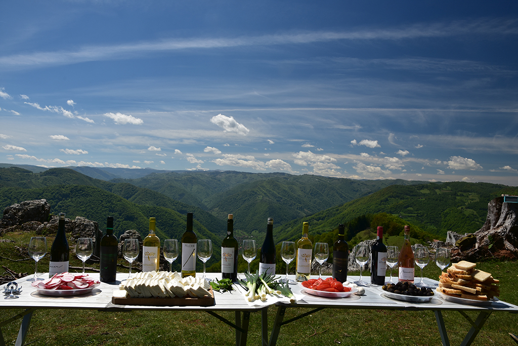 https://www.karpaten-offroad.de/wp-content/uploads/2018/05/food-wine-image-39.jpg