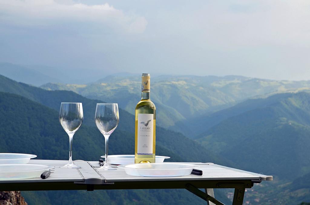 https://www.karpaten-offroad.de/wp-content/uploads/2018/05/food-wine-image-41.jpg