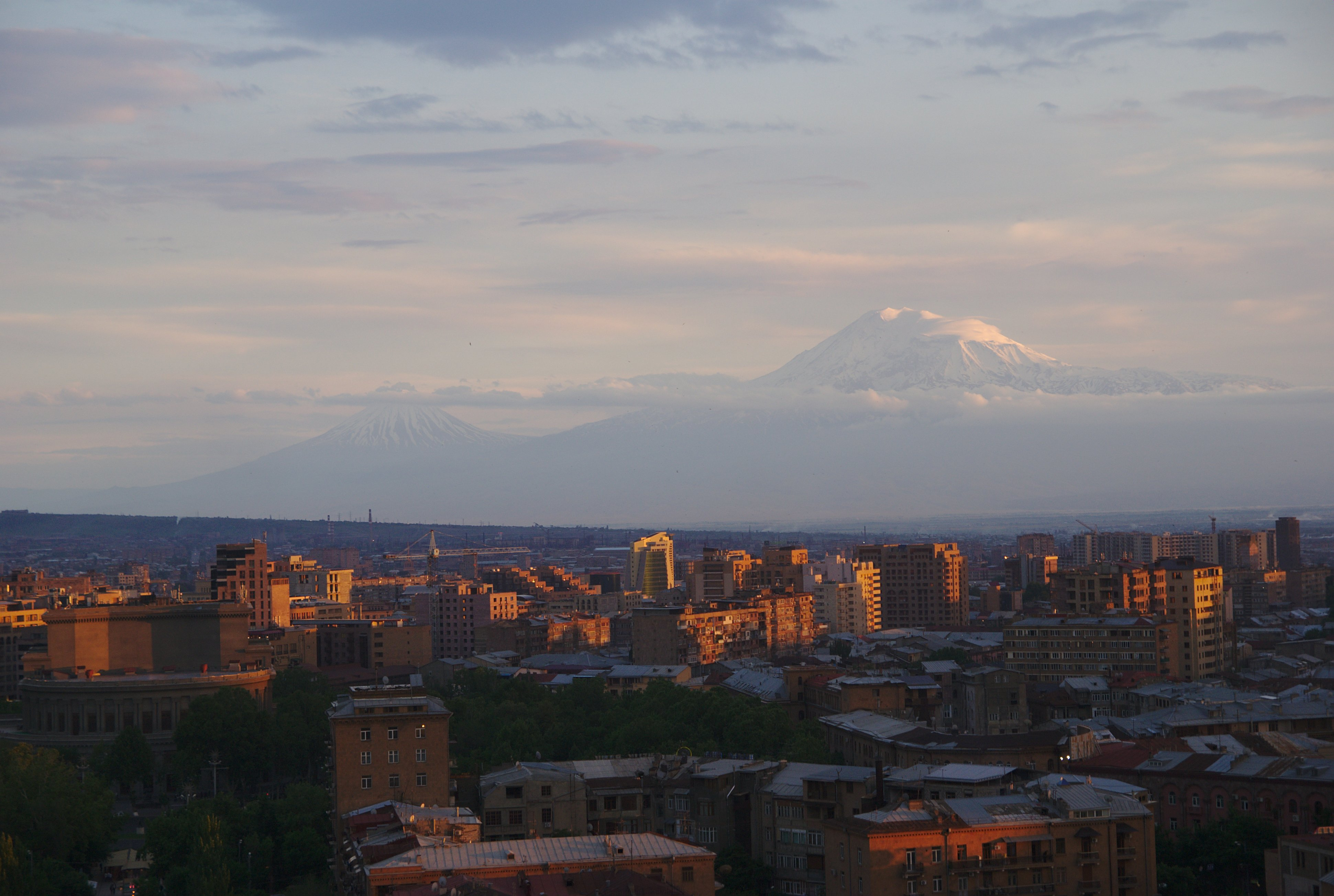 https://www.karpaten-offroad.de/wp-content/uploads/2021/07/Jerewan-mit-Blick-auf-den-Ararat.jpg