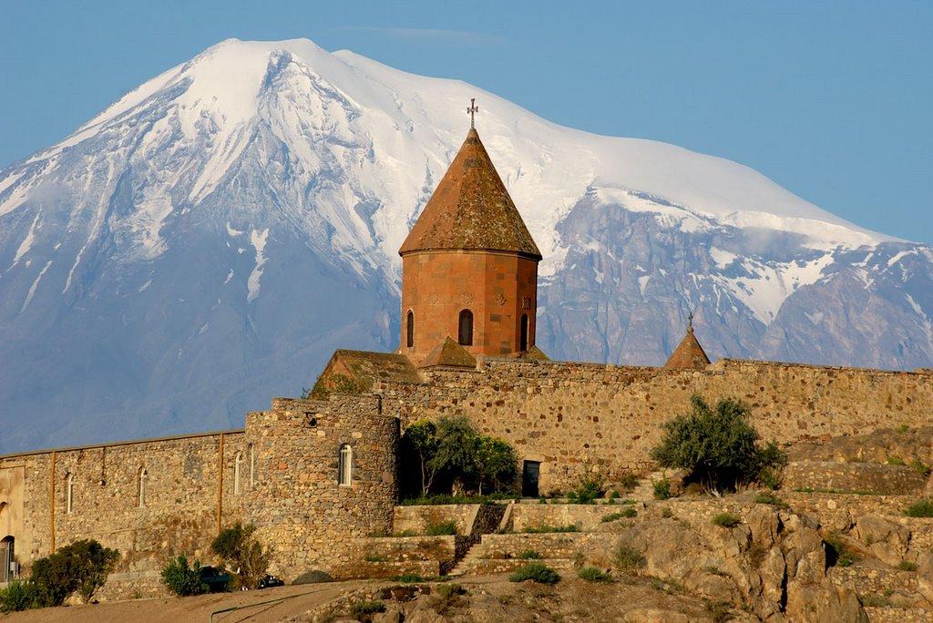 https://www.karpaten-offroad.de/wp-content/uploads/2021/07/Khor-Virap-Mt-Ararat.jpg