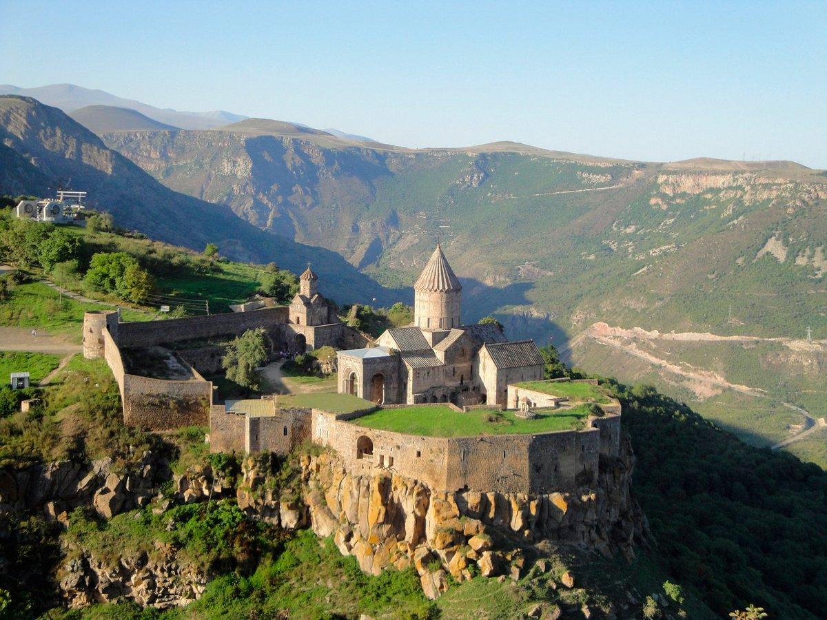 https://www.karpaten-offroad.de/wp-content/uploads/2021/07/Tatev-Monastery-Armenien.jpg